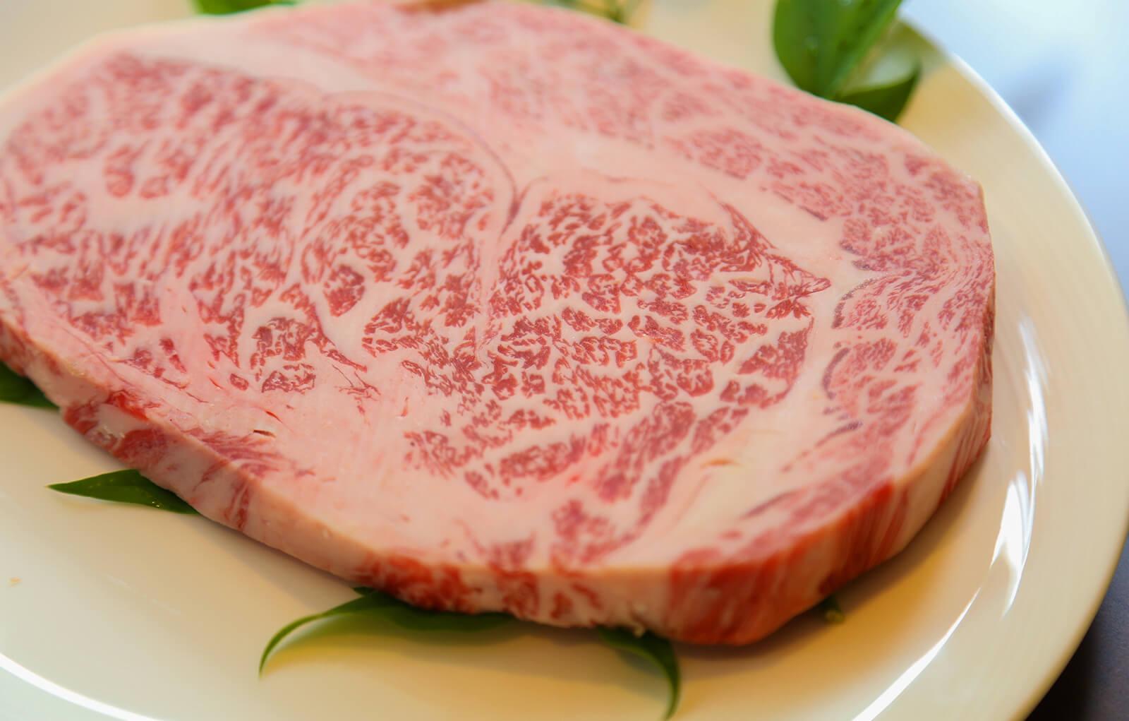 阿蘇が生んだ最高級和牛−あか牛・豊後牛(赤身)|お料理紹介